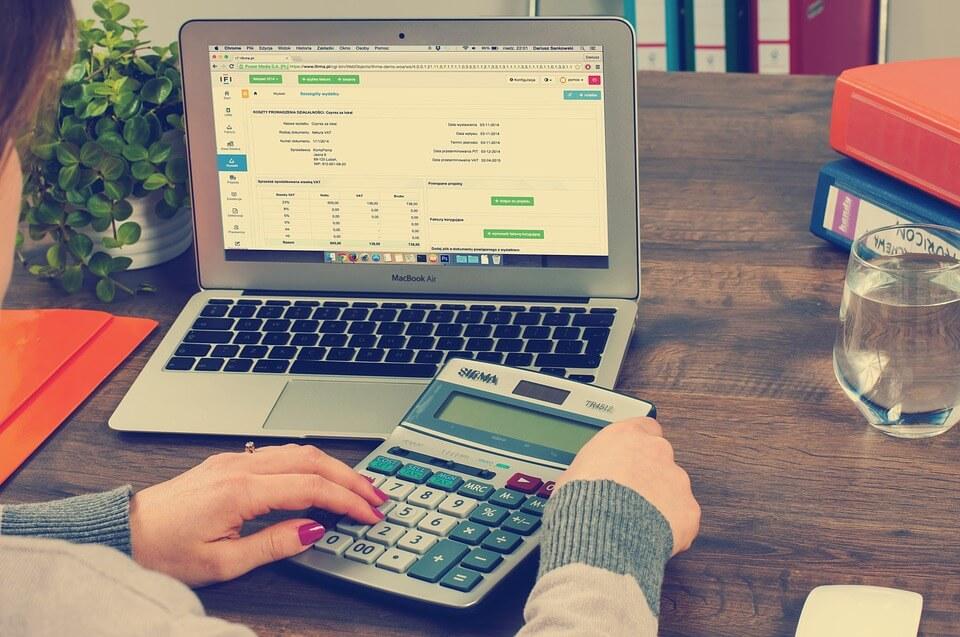 ¿Cuáles son los requisitos tributarios y contables en Perú?