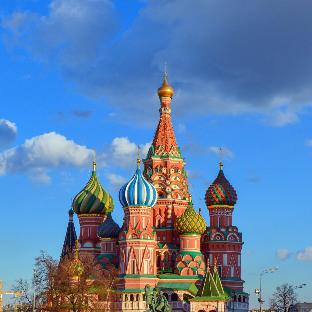 Kremlin de Moscou, localizado na Rússia, um país que fortaleceu as relações comerciais entre a Rússia e o Brasil